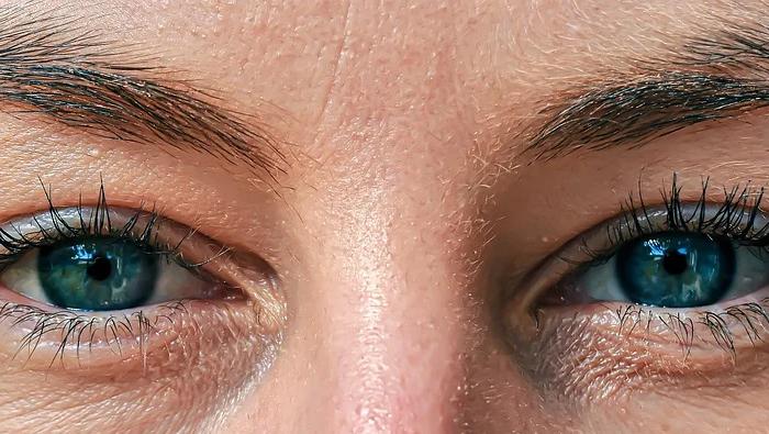 Как очите ни се движат в съвършен синхрон?