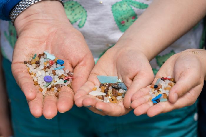 [АУДИО] Колко вредни могат да бъдат малките парченца пластмаса