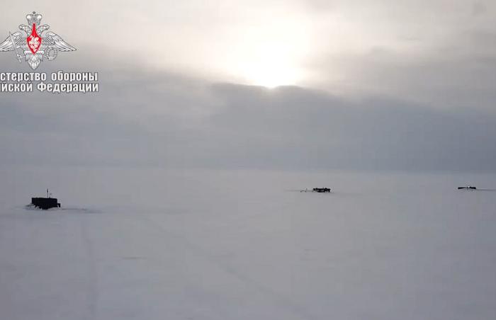 Три руски атомни подводници пробиха едновременно изпод арктическия лед