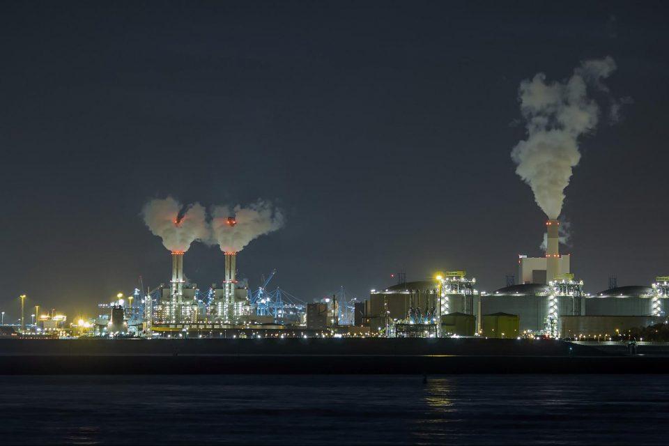 Как отпадъчния CO2 помага за превръщането на възобновяемата енергия в течно гориво