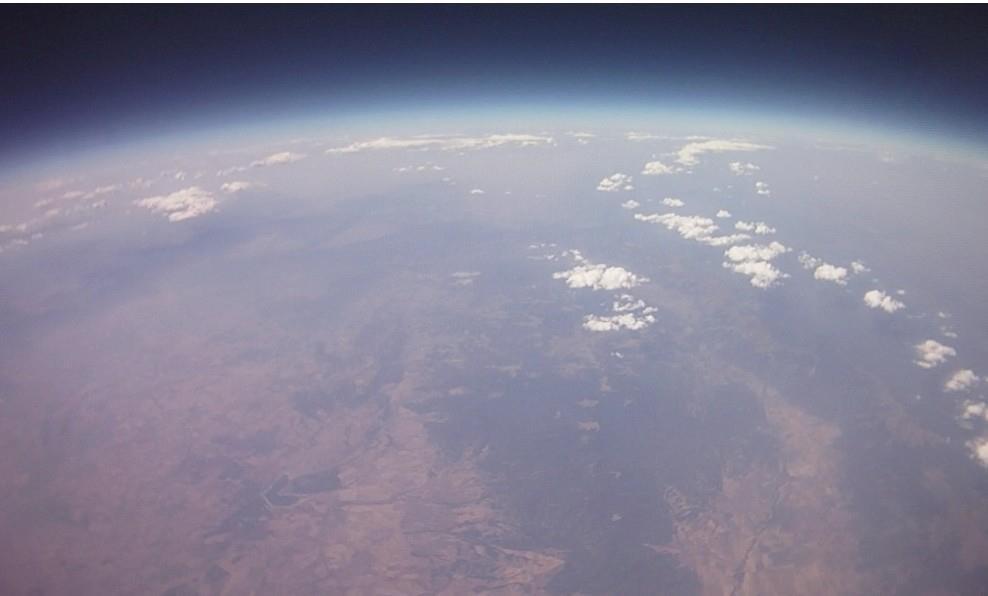 Снимки на височина 33 км направени от български студенти.