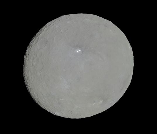 НАСА публикува около 4 500 снимки от Церера!
