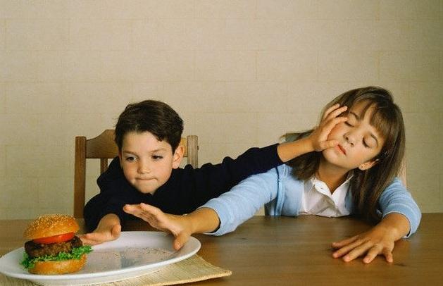 """По-малък брат или сестра може да е """"здравословен"""" за детето ви"""