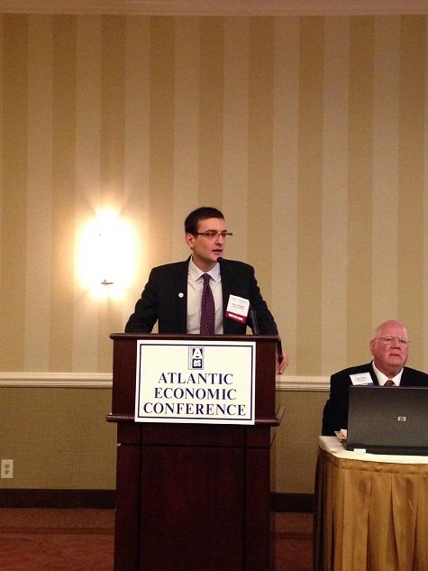 """Българин спечели световната титла за """"Най-добра дипломна работа по икономика 2013"""" във Филаделфия, САЩ"""