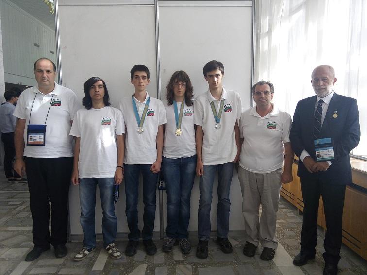 България спечели един златен и два сребърни медала на олимпиада по информатика