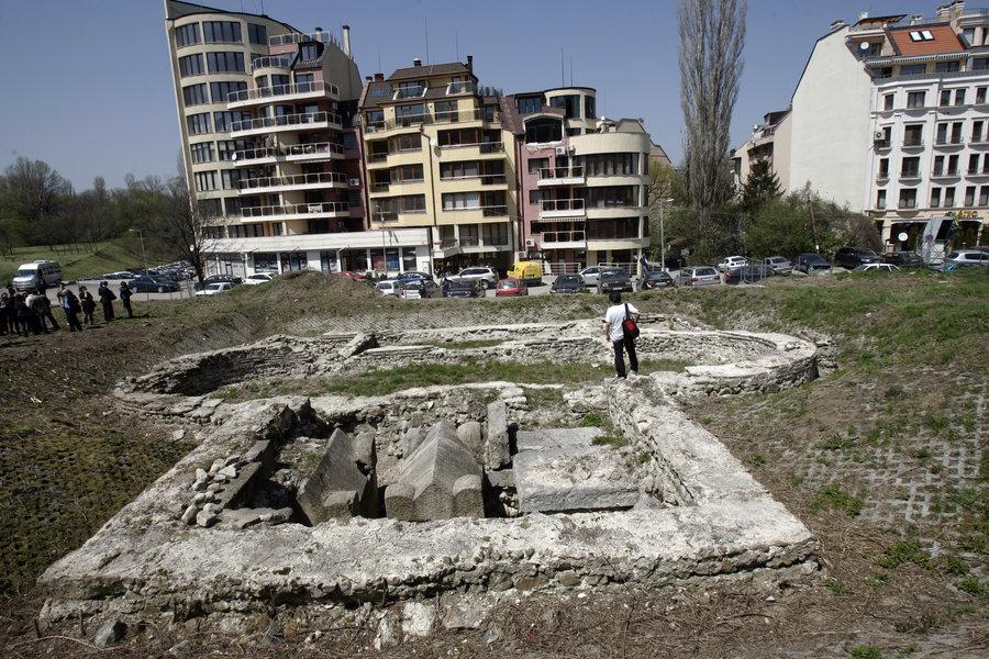 """Столична община ще стопанисва археологическия обект """"Късноантичен мавзолей"""" в район """"Триадица"""""""