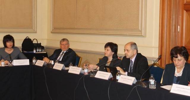 Костов: Няма да закриваме институти и да съкращаваме учени
