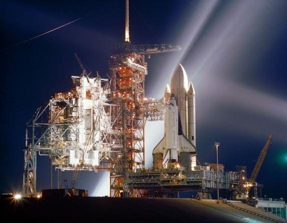 Изпълнителният директор на космическата совалка на НАСА обяви, че ще съкрати 2800 свои работници