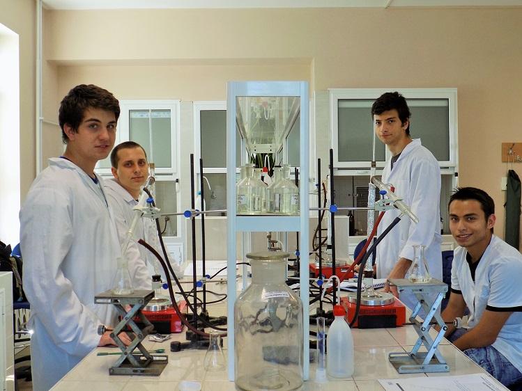 Четири медала за българския отбор от Международната олимпиадата по химия