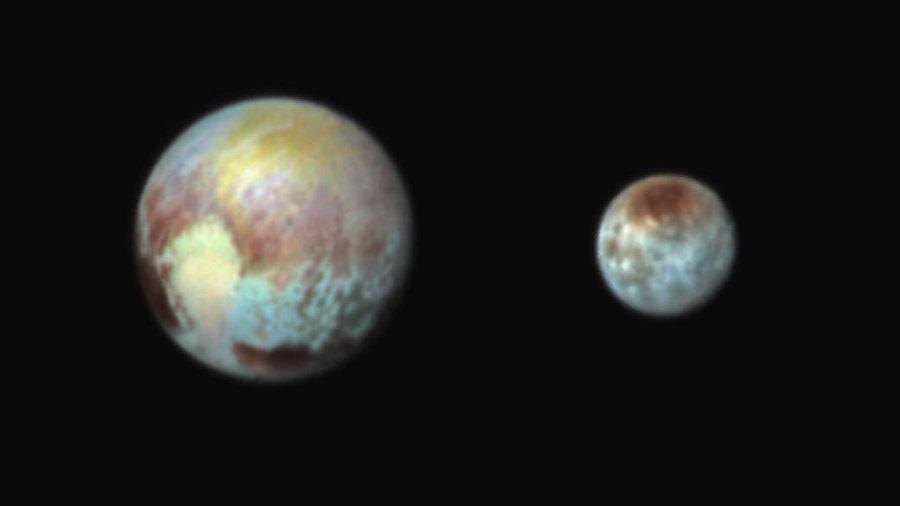 Плутон и Харон блестят във фалшиви цветове