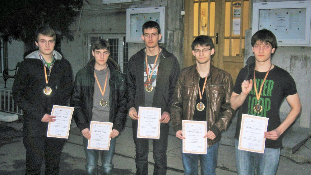 С медали и грамоти се завръщат българските отбори от престижно научно състезание в Румъния