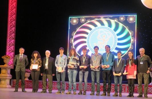 С 5 златни, 4 сребърни и 1 бронзов медали се върна българският олимпийски отбор по физика от Казахстан