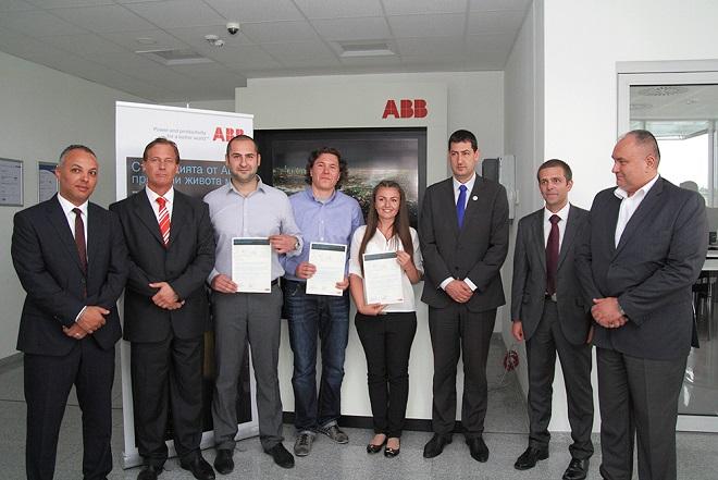 АББ връчва пълна стипендия за обучение на трима студенти от Технически университет