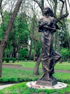 Паметник на Петя Дубарова в Бургас