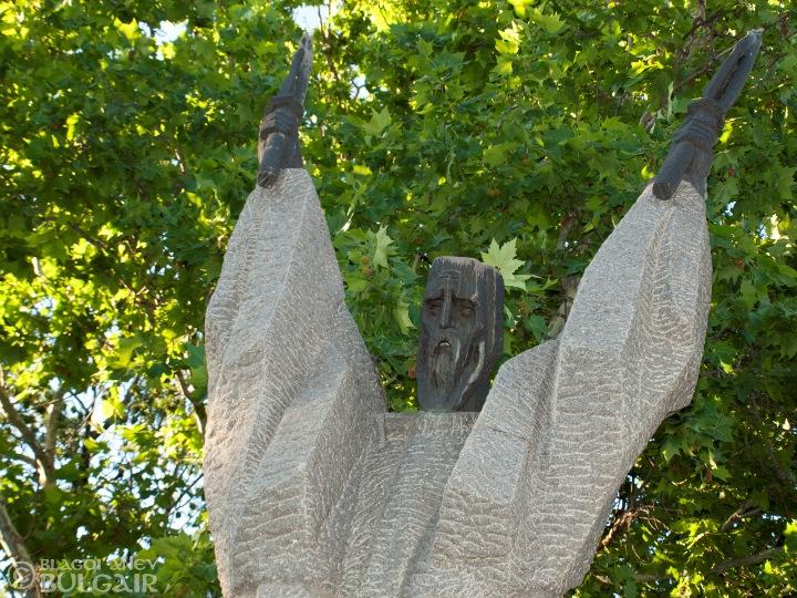 Паметник на Свети Климент Охридски в София
