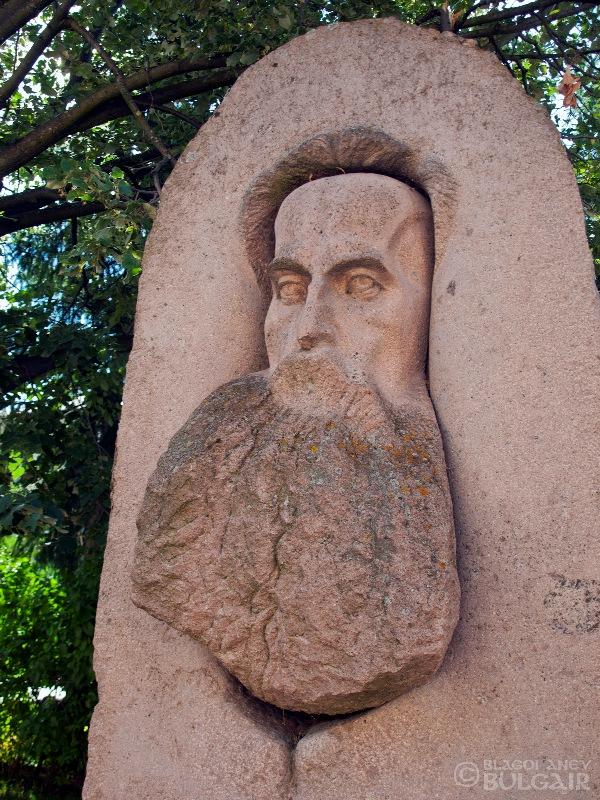Паметник на Драган Манчов в Батак
