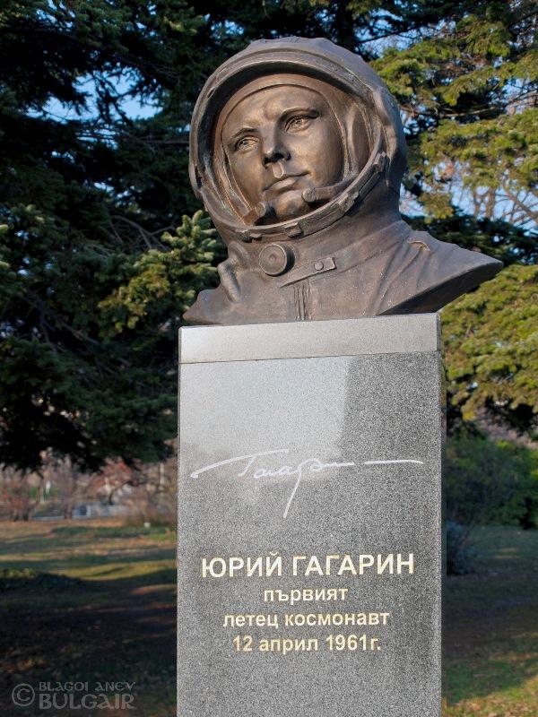 Паметник на Юрий Гагарин във Варна