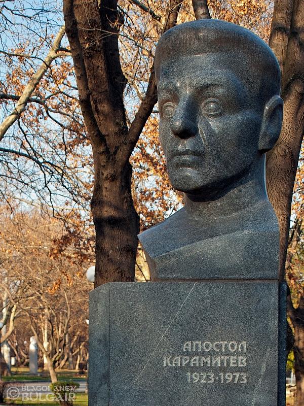 Паметник на Апостол Карамитев в Бургас