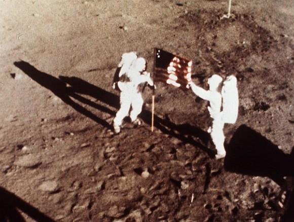40% от руснаците не вярват в лунните мисии Аполо