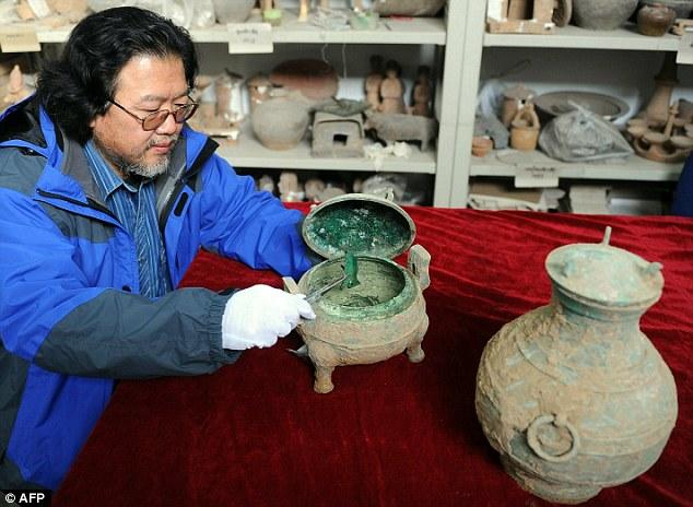 Китайски археолози изкопаха супа и вино на възраст 2 400 години