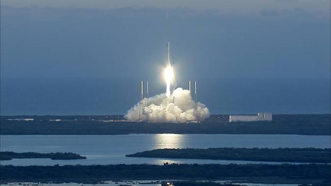 СпейсЕкс може да опита ракетно кацане този месец