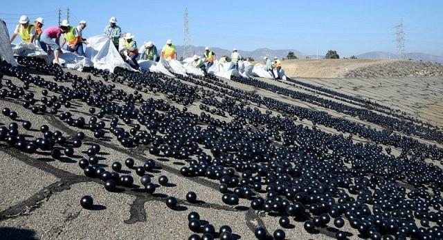 Язовир покрит с 96 милиона пластмасови топки