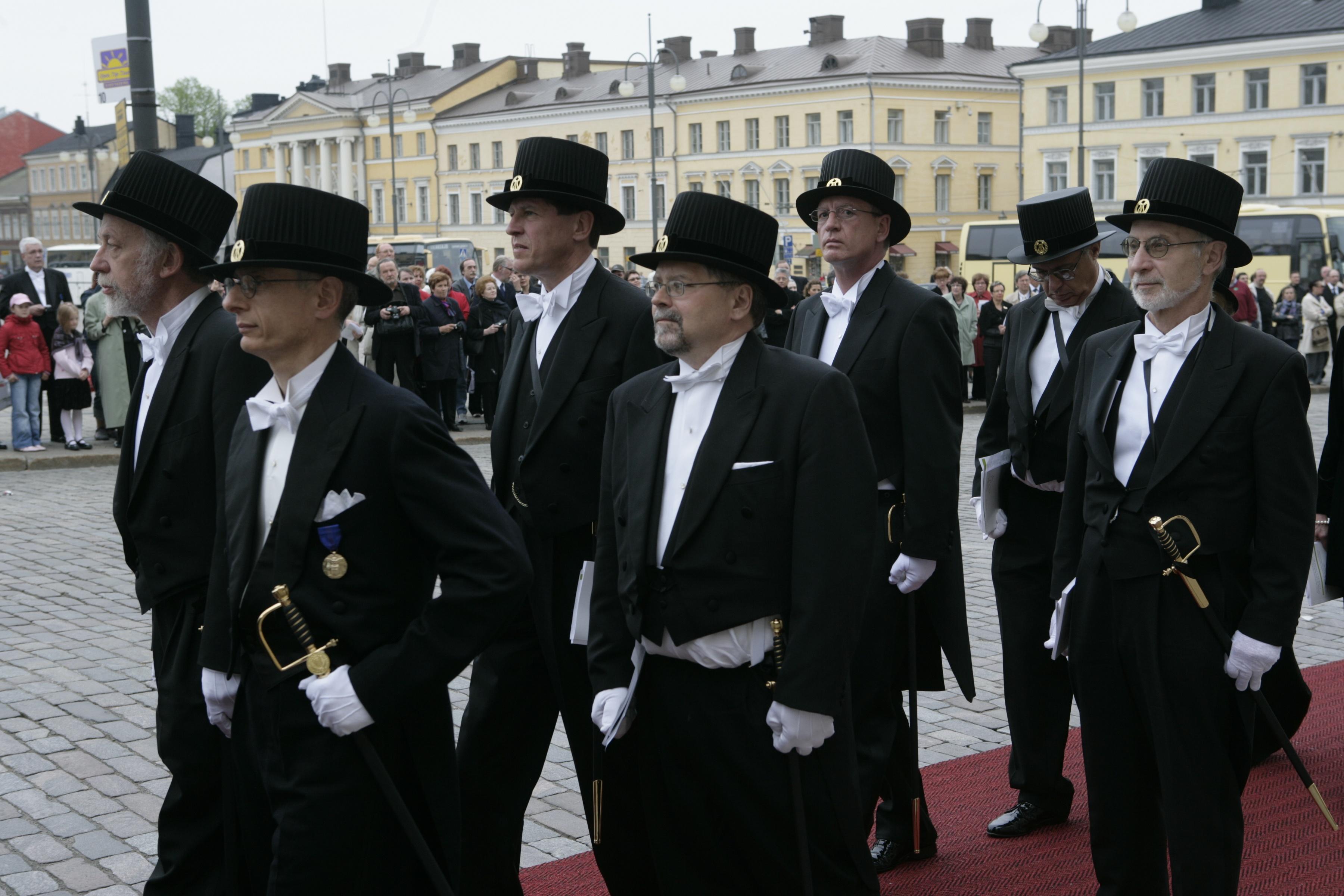 Финландия защитава науката с меч