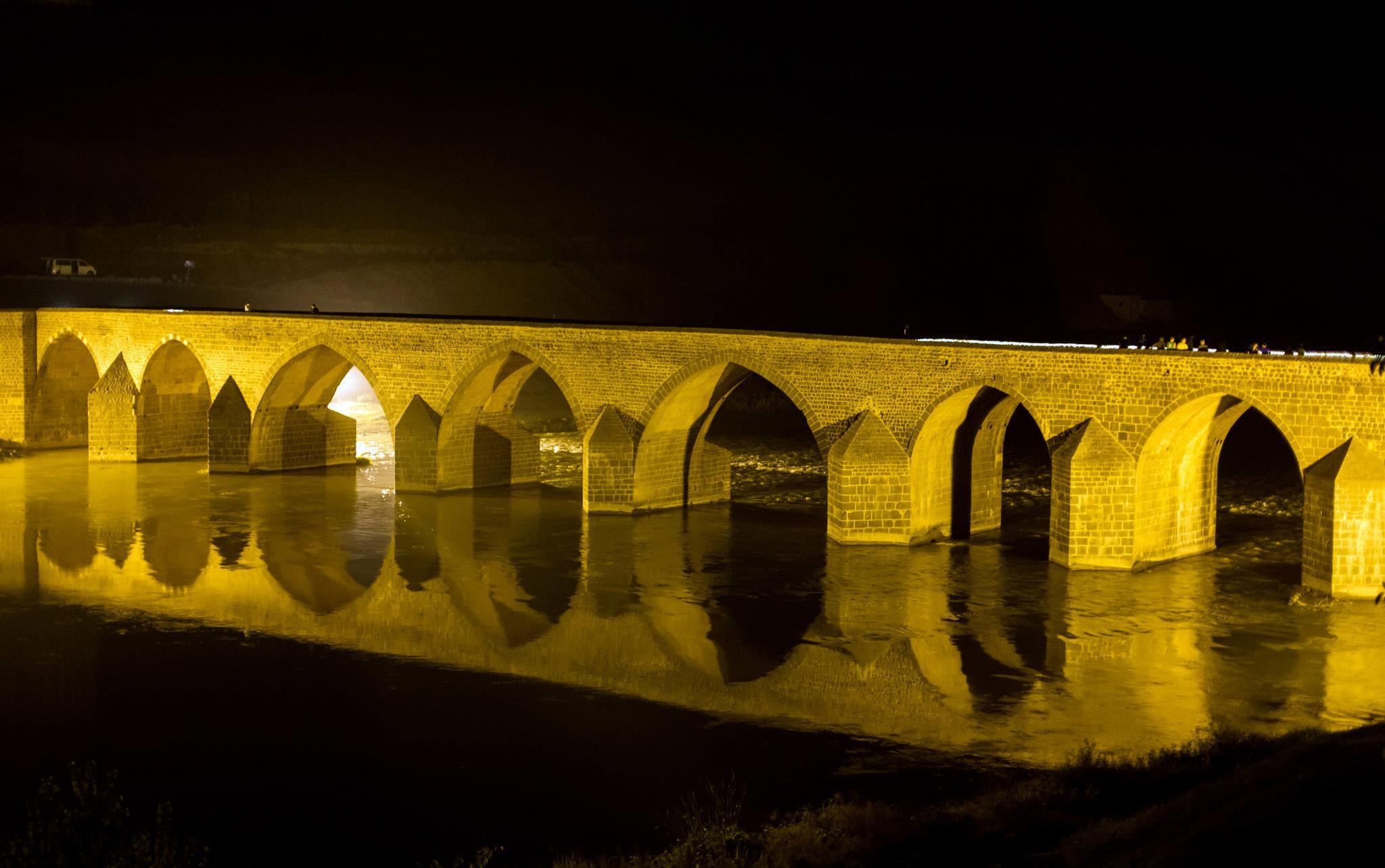 Мостът в Диарбекир