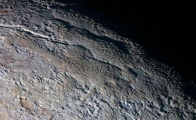 Нови цветни снимки на Плутон!