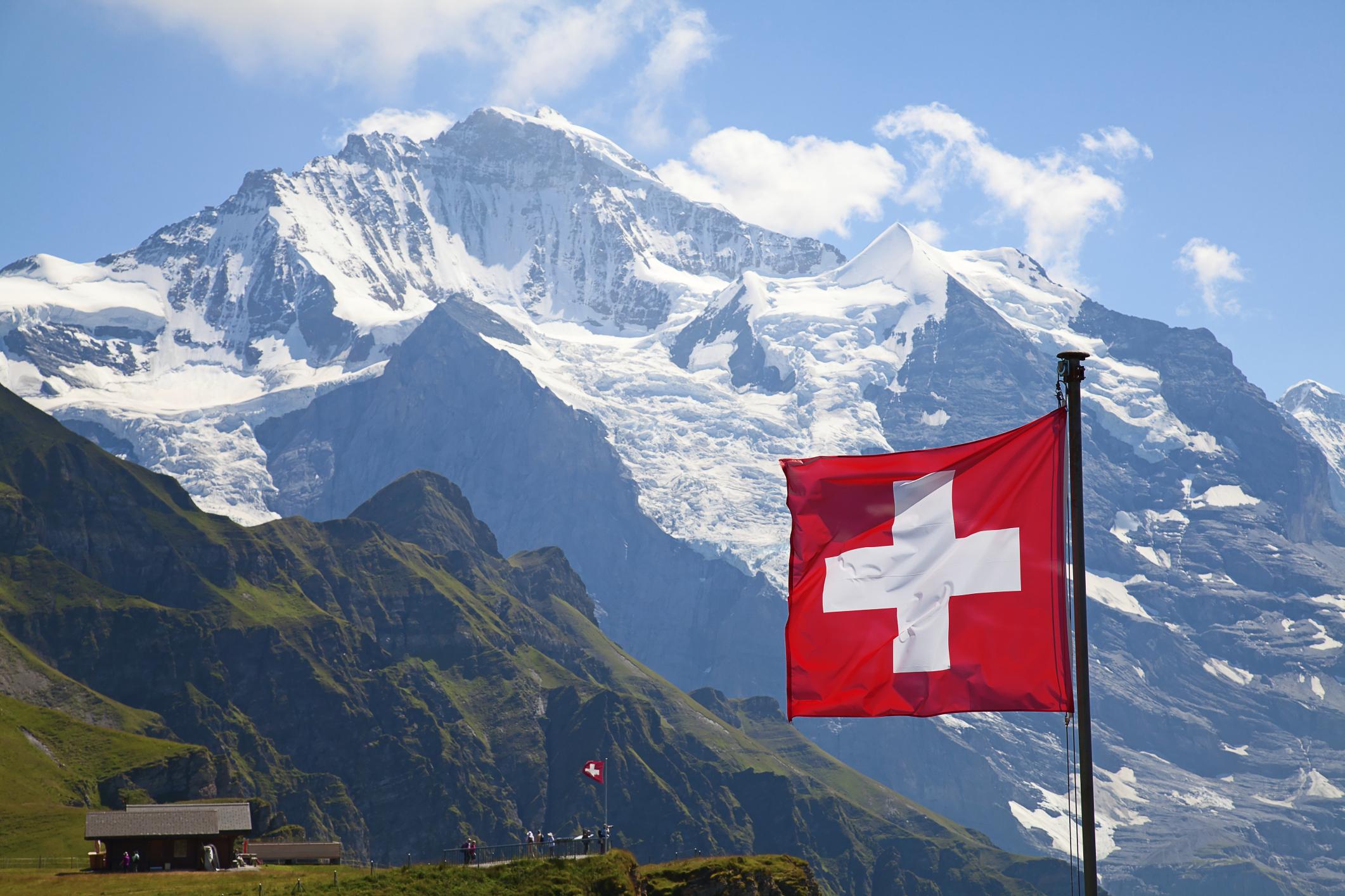 В Швейцария всички ще печелят по 2 250 евро на месец без да работят