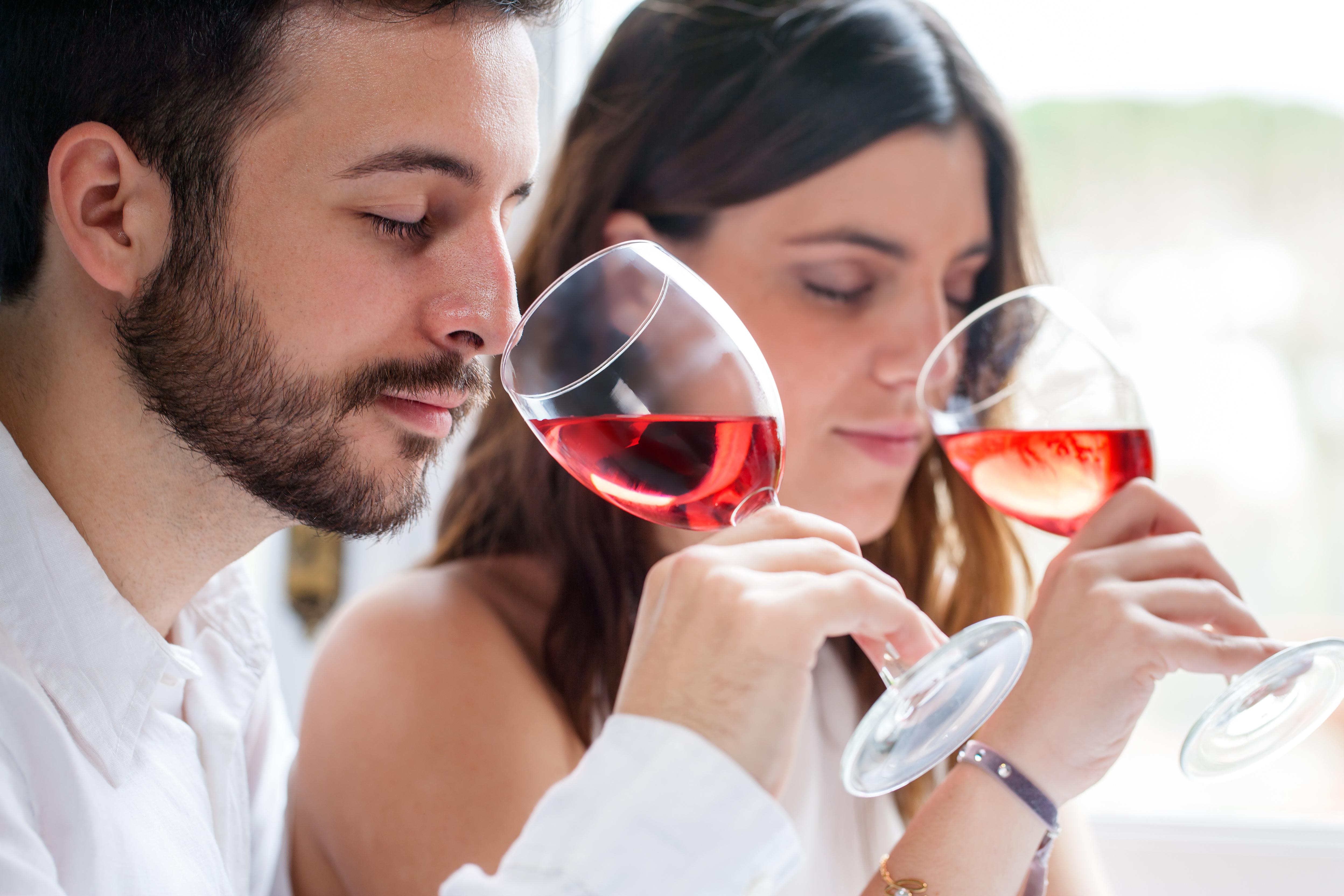 Науката го доказва – миризмата на алкохола го прави трудно устоим